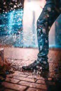 雨で塗れた靴の手入れ