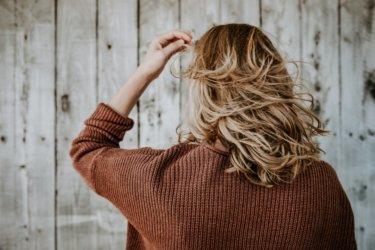 コテやアイロンによる「熱ダメージ」で硬くなった髪を柔らかくする方法