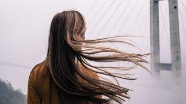 【くせ毛は治せる!?】正しいヘアケア方法と解決策をご紹介します!