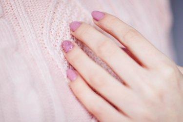 指に痛いささくれが…!原因と対処法、予防策をご紹介します